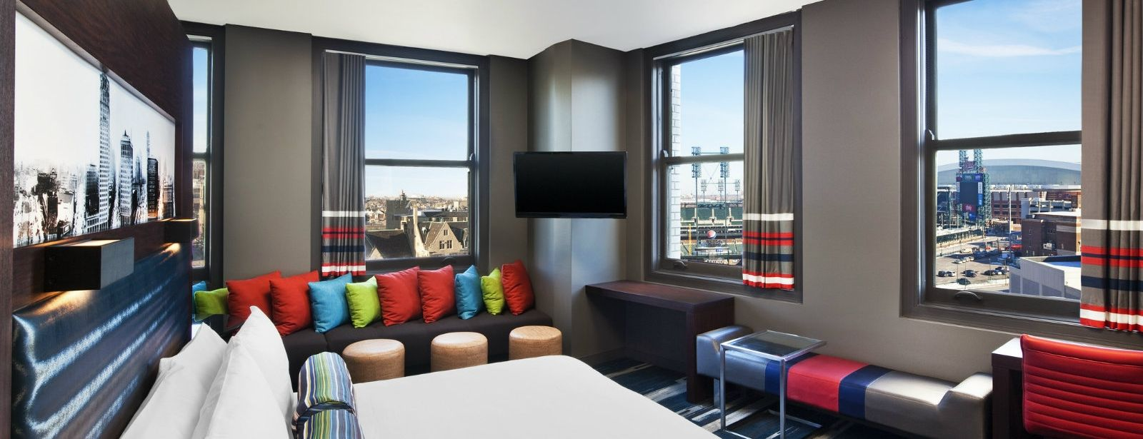 Detroit Accommodations - Aloft Corner Suite